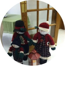 carolers welcome our guests