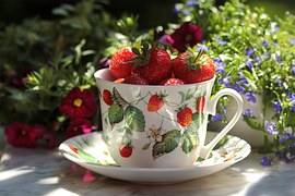 GARDEN cup with strawberries