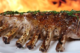 ribs-on-plate