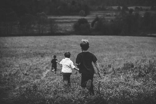 pocket-children-in-field